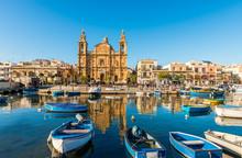 L'église Stella Maris, D'inspiration Baroque Et Ses Bateaux De Pêche à Msida, Malte