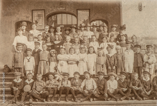 Photo Stands Illustration Paris Antique portrait of school classmates. Children and teachers