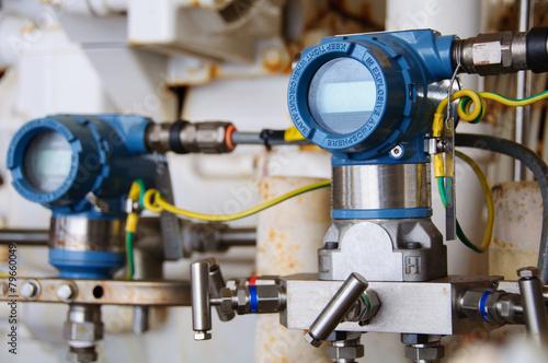 Staande foto Industrial geb. Pressure transmitter in oil and gas process