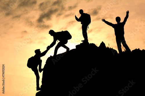 tırmanıcı yardımlaşması silüet Fototapet