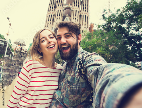 Poster Barcelona Happy couple takes selfie while travel in Barcelona, Spain