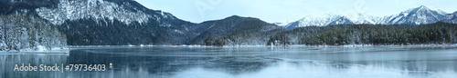 Fotobehang Reflectie Eibsee lake winter panorama.