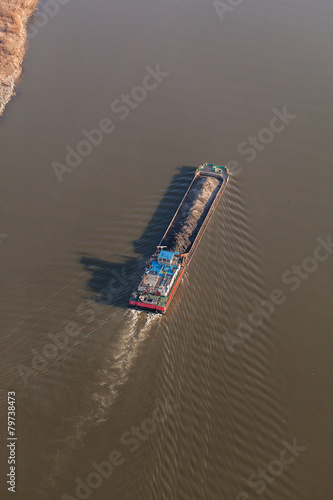 Fotografia  aerial view of a barge