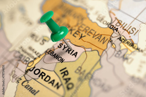 Fotobehang Midden Oosten Location Syria. Green pin on the map.