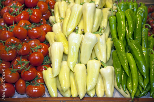 Fotografía Red, white and green colored vegetables as hungarian tricolor