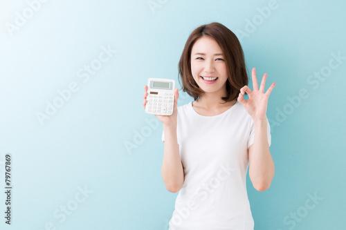 Vászonkép  電卓を持つ女性