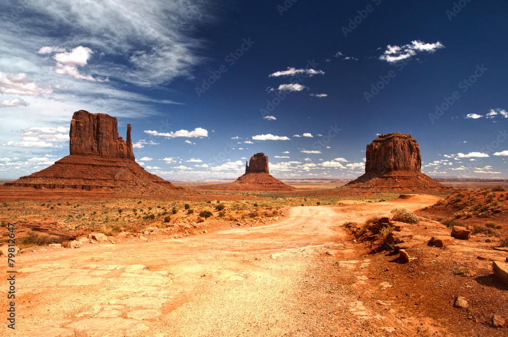 Fotografia  Monument Valley under the blue sky