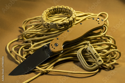 Photo  Folding knife on paracord