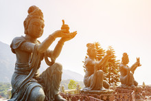 Buddhist Statues Praising And Making Offerings To The Tian Tan B