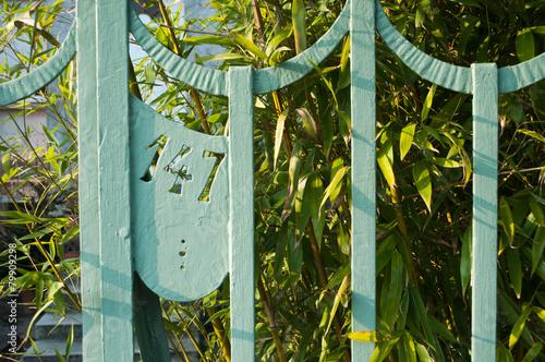 Fotomural  entrée privée avec numéro 147