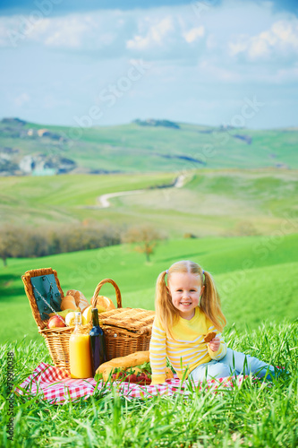 Türaufkleber Picknick Beautiful smiling girl on green spring grass in the background l