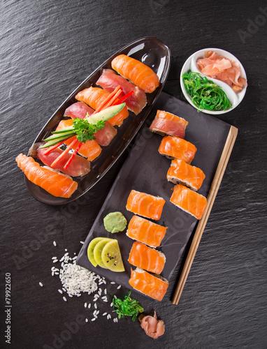 Obraz Japanese seafood sushi set - fototapety do salonu