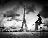 Fototapeta Fototapety Paryż - Man on retro bicycle next to Effel Tower, Paris, France.