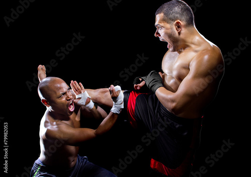 Obrazy MMA   mma-fighter-performing-a-counter-attack-from-a-kick