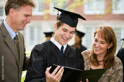 Fotografie, Obraz  Graduation: Proud Family Admires Diploma