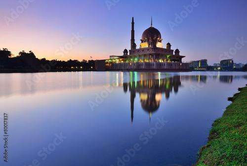 Fotografie, Obraz  Silhouette of Putrajaya Mosque during sunrise