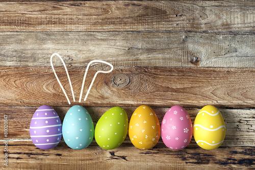 Fotografia  Osterkarte mit bunten Ostereiern