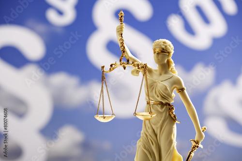 Fotografía  Justitia Figur, escultura, vor Paragraphen de fondo