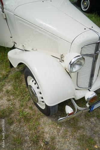 Automobile, weißer Oldtimer aus den 30er Jahren, Bildausschnitt