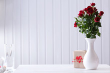 Bouquet Of Red Roses In Vase W...