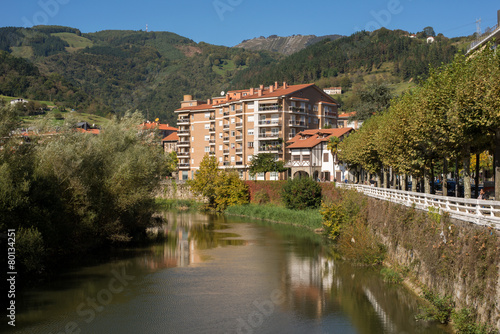 Viviendas en la ribera del río Oria, Tolosa