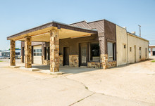 Vacant Route 66 Station And Repair Shop