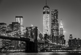 Fototapeta Nowy Jork - New York by night. Brooklyn Bridge, Lower Manhattan – Black an