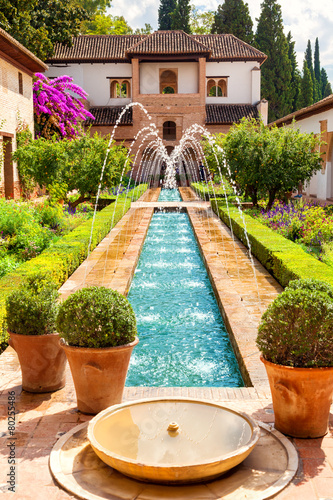 Fontaine Alhambra de Granada. Generalife's fountain and gardens