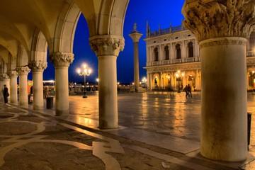 Panel Szklany Miasto Nocą Venedig - Markusplatz bei Nacht