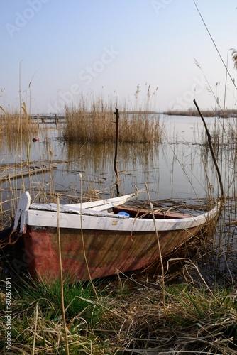 Halb versunkenes Boot