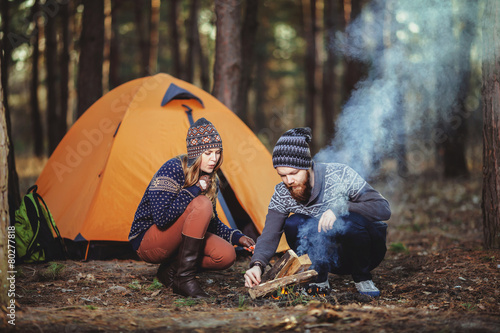 Poster Kamperen Couple tent camping in the wilderness