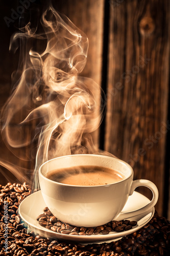 Papiers peints Café en grains Aroma coffee cup with roasted seeds