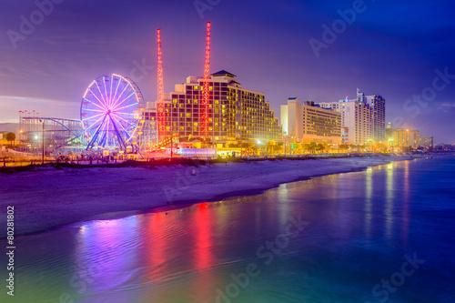 Poster Attraction parc Daytona Beach, Florida, USA beachfront resorts skyline.