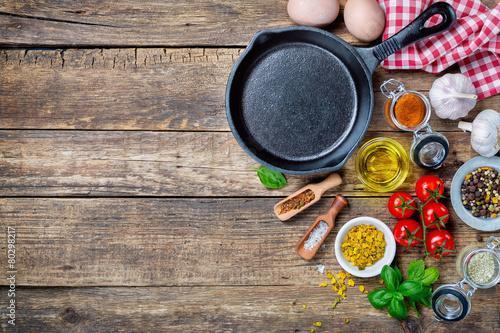 Fotografie, Obraz  Ingredience pro vaření a litinové pánvi