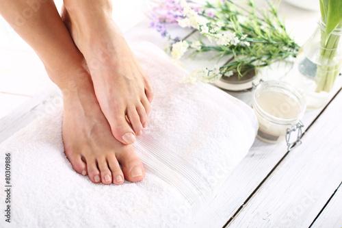 Foto op Plexiglas Pedicure Kobiece stopy