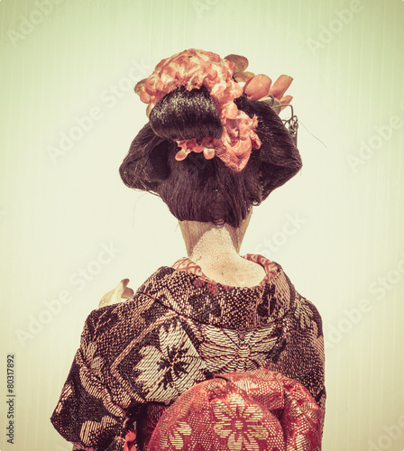 Tablou Canvas Backside of Japanese traditional doll of dancing Geisha with whi
