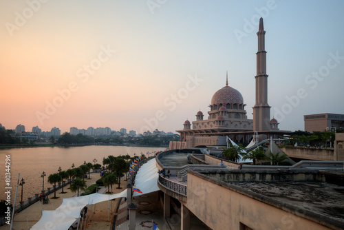 Putra Mosque, Putrajaya, Malaysia on sunset moment Tablou Canvas