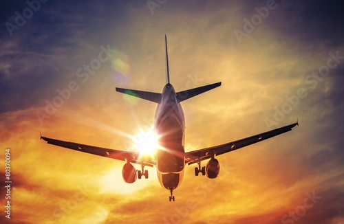 Foto op Aluminium Vliegtuig Airplane and the Sun