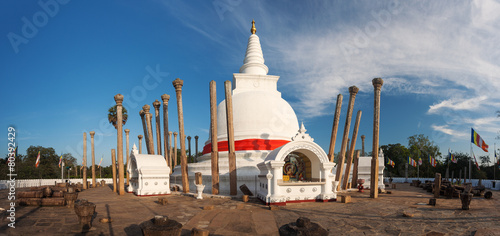Photo  Panorama of Thuparama Dagoba in Anuradhapura, Srilanka
