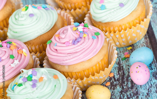 Obraz na plátně  Pastel Easter cupcakes with candy and sprinkles
