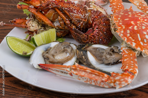 Photo  Spiny lobster, crab and oyster