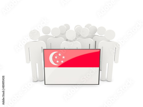 Photo  People with flag of singapore