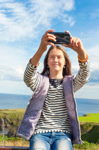Photo Smiling girl taking picture in Scotland Aberdeen and Grampian Hi