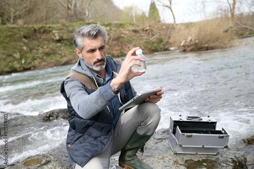 Valokuvatapetti Biologist testing quality of natural water
