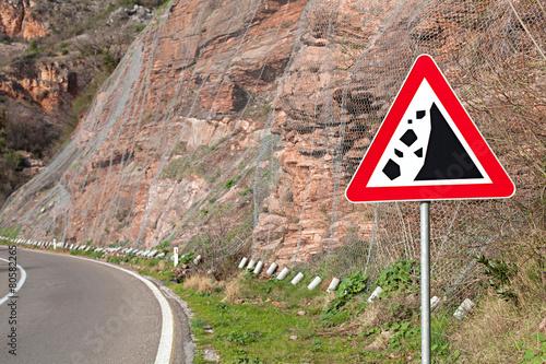 Valokuva  warning sign rockfall