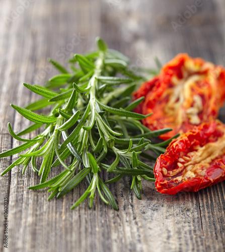 Fototapeta Rozmaryn z pomidorami