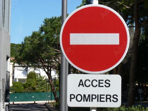 Photo  accès pompiers sans interdit signalisation