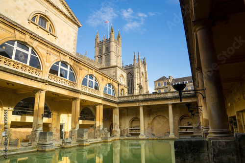 Stampa su Tela BATH, ENGLAND - NOVEMBER 22, 2014: Roman Baths with Bath Abbey i