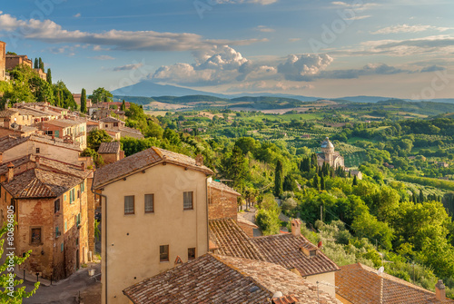 Fotografía Landscape of the Tuscany seen from the walls of Montepulciano, I