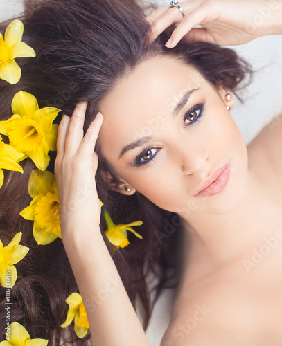 Narcissus Woman with narcis flowers in hair